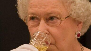 Karaliene Elizabete II spiesta atteikties no ikvakara iedzeršanas