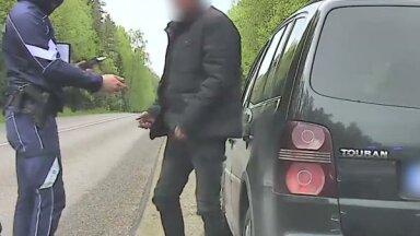 Video: Policija aiztur autovadītāju, kas 2,5 promiļu reibumā braucis ar 160 km/h