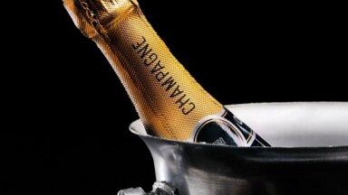 Jauns līmenis viesnīcu servisā – draudzīgais robots Alfrēds, kurš piegādā šampanieti numuriņā