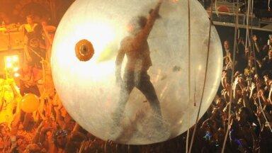 'The Flaming Lips' sarīko klātienes koncertu ar skatītājiem plastmasas 'burbuļos'