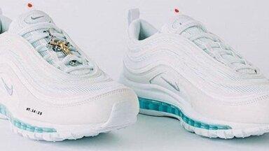 ФОТО. Созданы кроссовки со святой водой в подошве