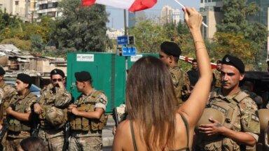 'WhatsApp' nodoklis: par spīti reformu solījumiem, Libānā turpinās protesti