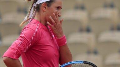 'French Open': Azarenka un Putinceva sensacionāli zaudē ranga otrā simta tenisistēm