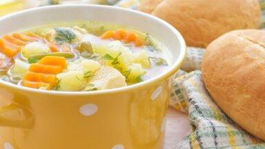 Dārzeņu zupa ar kausēto sieru