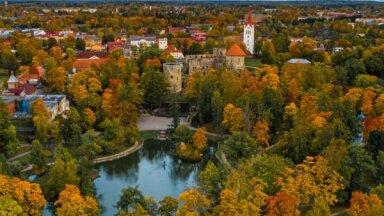 Rudens izkrāsotā Latvija: krāšņos kadros iemūžinātas dabas ainavas