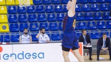 Šmits ar septiņiem punktiem sekmē 'Barcelona' uzvaru Spānijas čempionāta spēlē