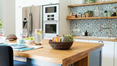 Salas tipa virtuve: sešas idejas gan lielām, gan mazām telpām