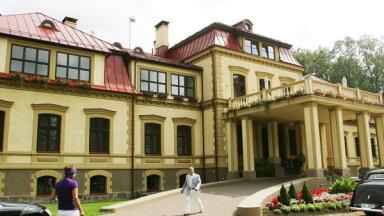 Маршрут выходного дня: два замка, культовое место, первый Праздник песни и прекрасная природа Коценской волости