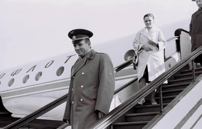 Николай II, Гагарин, Хрущев, Ельцин, Клинтон в Риге - архивное фото и видео