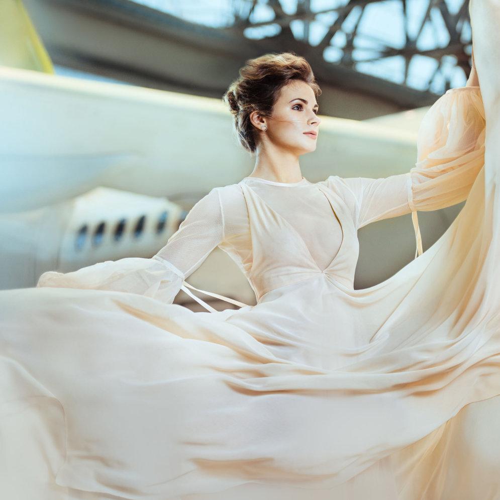 """airBaltic представил календарь со своими стюардессами и вот ФОТО всех прекрасных """"месяцев"""""""