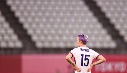 'Šo mēs paņemsim līdzi kapā...' Ameriku satriec sieviešu futbola līgas drūmie noslēpumi