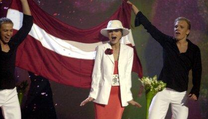 """2002 год: Новые деньги, """"Новое время"""", победа на Евровидении"""