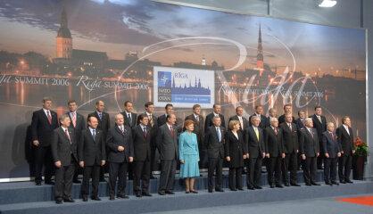 2006. gads: Pirmie 'MacBook', Rīgā notiek NATO samits un hokeja čempionāts