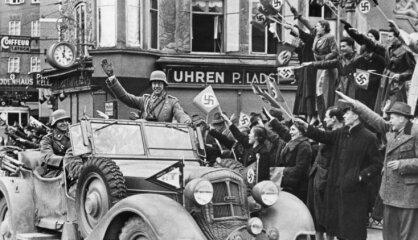 1938. gads: Austriju iekļauj Trešajā reihā, nacistu antisemītisms pāraug ebreju grautiņos, Latvijā Dziesmu svētki