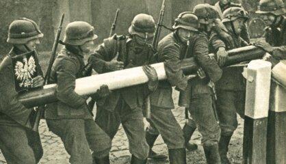 1939. gads: Tiek parakstīts Molotova-Ribentropa pakts, sākas Otrais pasaules karš