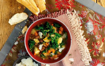 Kale kāpostu zupas recepte ar pupiņām
