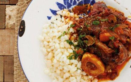Liellopa gaļas sautējums ar dārzeņiem