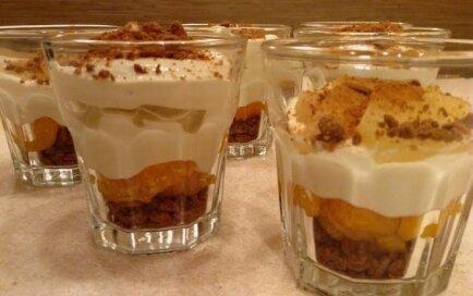 Ātrais piparkūku un mandarīnu deserts