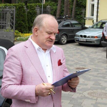 Gerkens rollsroisa limuzīnu iemainījis pret 'Jaguar'