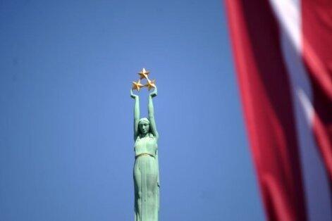 Parāde, koncerti un salūts – svin Latvijas 99. jubileju