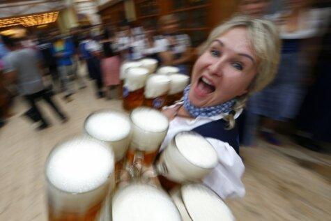 'Oktoberfest' supersievietes - alus kausu pavēlnieces