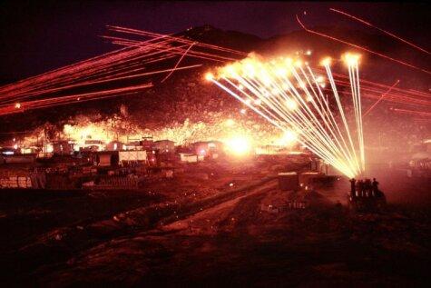 Уникальные фото 1970 года: целая база США против одного вьетконговского