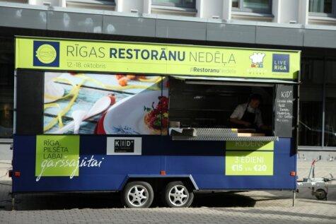 На улицах Риги появился мобильный ресторан с закусками и десертами