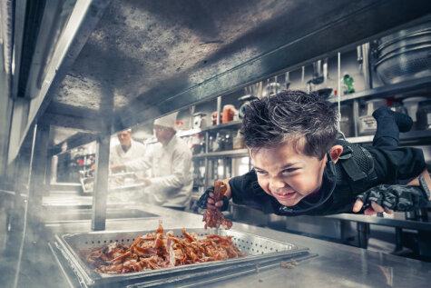 Фотограф представил голодных детей героями — чтобы мы обратили на них внимание