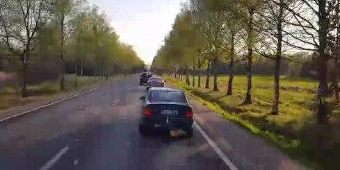 Uz Vidzemes šosejas izveidojies vairākus kilometrus garš sastrēgums