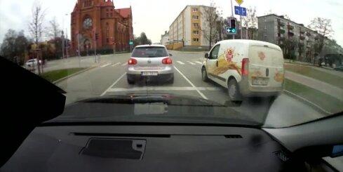 Jelgavā luksofora signālus neievēro ne velosipēdisti, ne autobraucēji