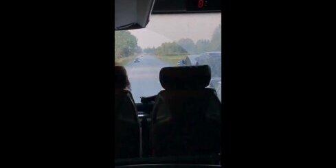 Kā brauc 'Ecolines' autobuss