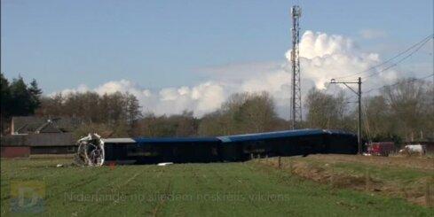 Nīderlandē no sliedēm noskrējis vilciens