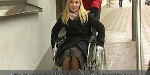 Ierēdņi iejūtas invalīdu lomā