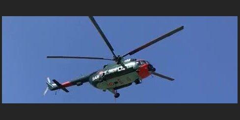 NBS helikopters piedalās ugunsgrēka Ķemeru nacionālajā parkā dzēšanā