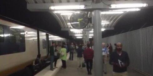 Migrantu dēļ Lamanša tunelī trešdienas naktī aptur 'Eurostar' vilcienus