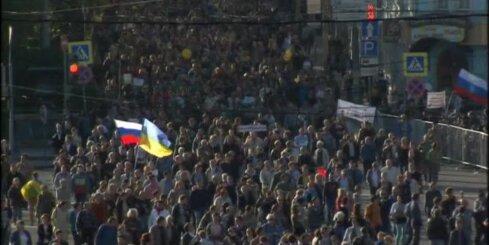 'Miera maršs' – tūkstošiem demonstranti iziet Maskavas ielās un kritizē Kremļa varu