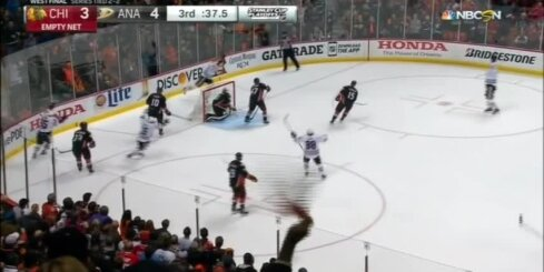 'Ducks' hokejisti ar dramatisku uzvaru pagarinājumā pietuvojas Stenlija kausa finālam