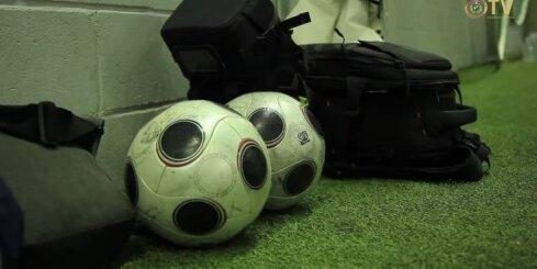 Latvijas sieviešu futbola izlase pārspēj Saeimas deputātus