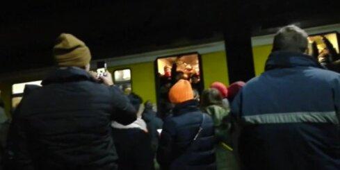 Haoss Rīgas dzelzceļa stacijā pēc 18. novembra uguņošanas