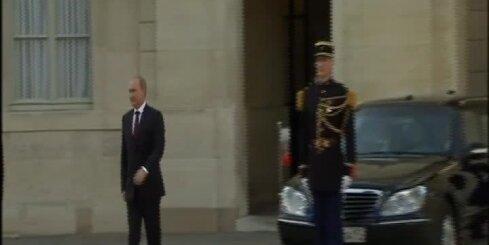 Визит Путина во Францию: Олланд промолчал, Кэмерон не пожал руку