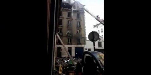 Parīzē gāzes eksplozija izārda ēkas jumta stāvu