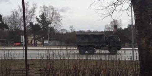 Berģos pa Brīvības gatavi traucas ASV bruņumašīnas