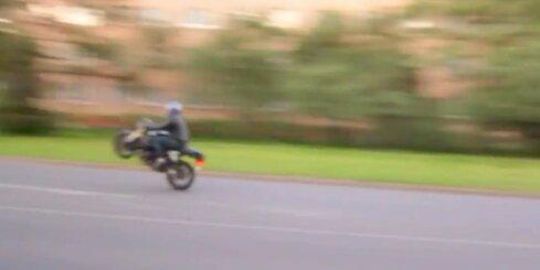 Pārdaugavas iedzīvotājus kaitina skaļš motociklists