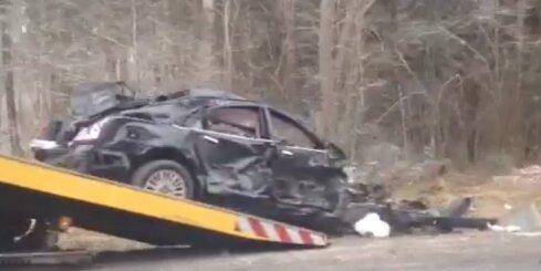 Smaga autoavārija uz Valmieras šosejas
