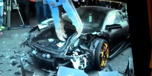 Taivānā demonstratīvi iznīcina 'Lamborghini' superauto