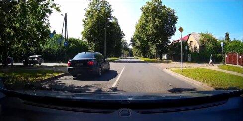 Špetns BMW trako Rīgas ielās, braucot ar ātrumu 100 kilometri stundā