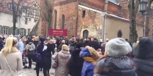 'Rokas nost no mūsu akadēmijas' – RPIVA studenti iziet ielās