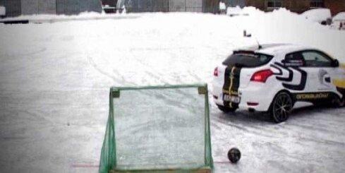 Rallisti spēlē 'ledus futbolu'