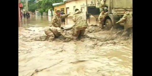 Vienu no sausākajiem pasaules reģioniem piemeklē smagi plūdi