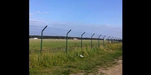 'airBaltic' lidmašīna vairākas reizes cenšas nosēsties Rīgas lidostā